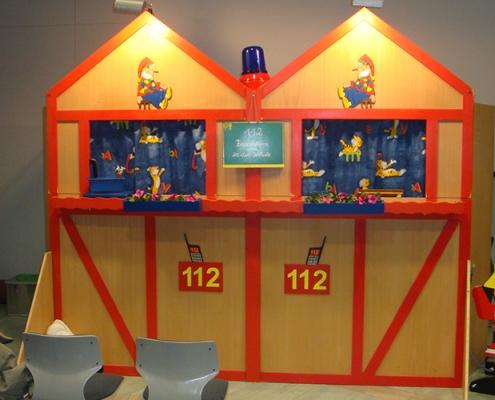 Gruppe 112 Violettas Puppenbühne für die Erziehung beim Vorbeugenden Brandschutz